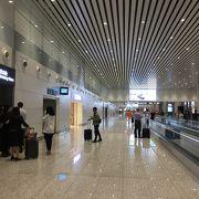 モダンで大きな空港です