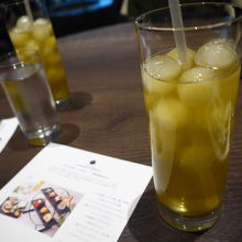 酵素緑茶。氷も緑茶なので溶けても薄くなりません。美味。