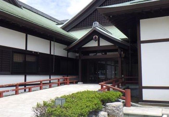 徳島城跡内の御殿風博物館