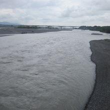 橋から眺める大井川のダイナミックな景観、実に素晴らしい!