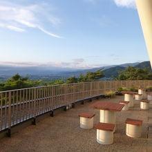 ロビーのバルコニーからの眺めは最高です。