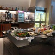 食事充実のシンガポール航空ラウンジ