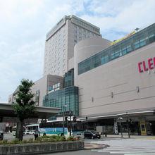 徳島駅と一体化した、徳島最高層の建物です
