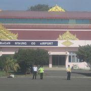 雨季のヤンゴンから晴れているバガンへの入り口で降り立った空港です。