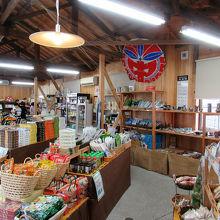 販売されているものは鳴門の地場野菜、徳島の名産品に加え…