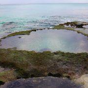 干潮の時にだけ近づけるハートの岩
