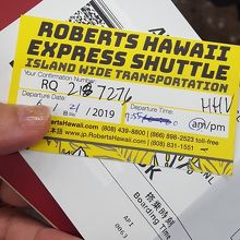 チケットも係員のアロハも黄色で統一されているようだ