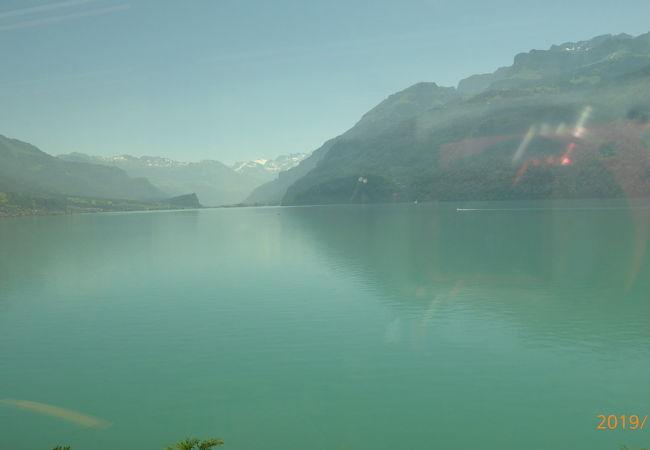 ルツェルンからインターラーケンオストまでの間にある絶景の湖