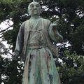 富山城址公園の中に建っています。富山藩中興の祖かもしれません。