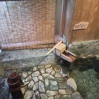 春草 部屋風呂 狭くて眺望がないが、清掃はされている。
