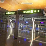 巨大な空港ですが、案内表示などはわかりやすいし、綺麗で良いと思いました