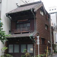 昔の神田の姿が想像できる建物