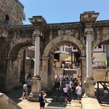 旧市街カレイチへ入場するための門