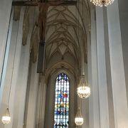 悪魔の足跡が残る 玉ねぎ屋根が特徴のフラウエン教会
