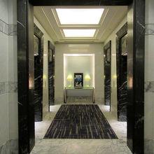 エレベーターホールの造りの良さや…
