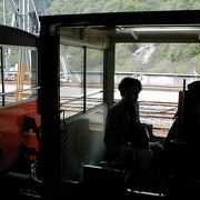 宇奈月温泉と欅平を結ぶ、まさにトロッコ列車です