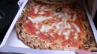 本場ナポリで食べるピザは格別!