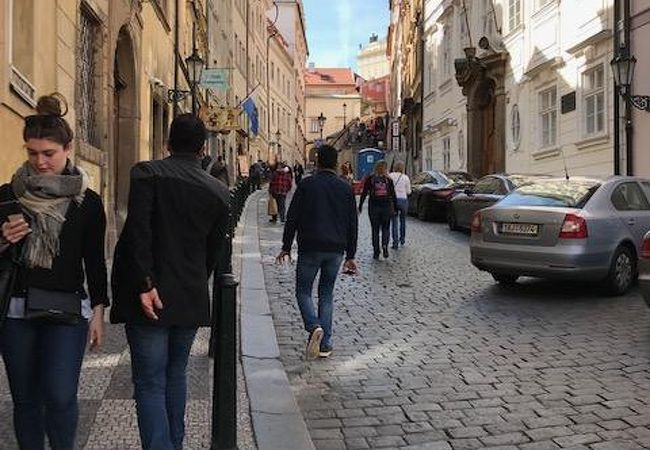 プラハ城への最後の坂道はかなりきつかった