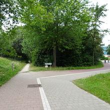 ①近道の小道を直進。右折はgoogle mapの通り。