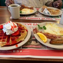 朝のワッフル定食