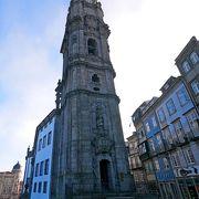 塔がすごいが,塔に行く前の教会礼拝堂を上から見る展望できるのもすごい