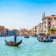 カナルグランデを観光するならヴァポレットに乗るのがおススメです。