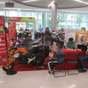 モーターバイクを販売する臨時ブースがありました