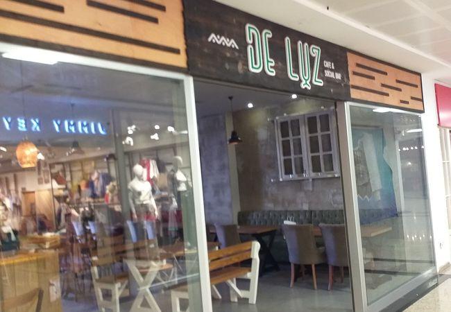 De Luz Cafe & Social Bar