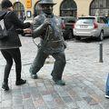 写真:煙突掃除夫の像