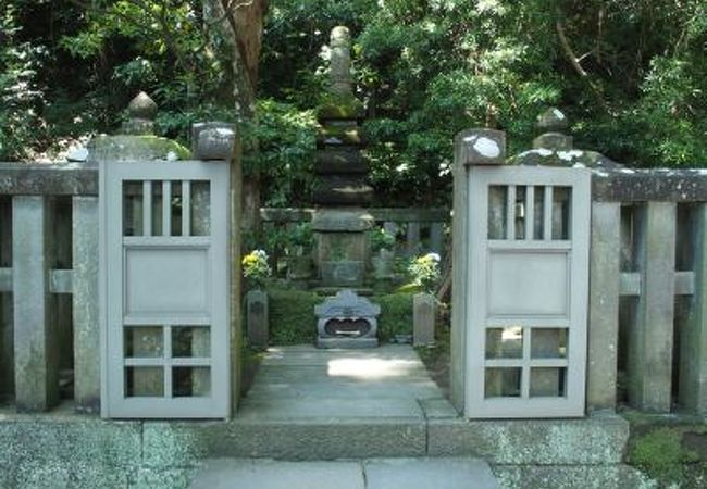 法華堂跡(源頼朝の墓)