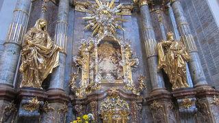 プラハ幼児キリスト像