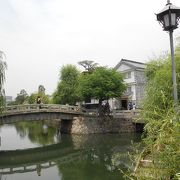 倉敷美観地区、2つ目の橋、中橋。倉敷館と倉敷考古館の間にあります。