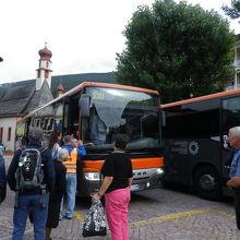 オルティセイのバス停とバス