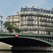 セーヌの橋を効率よく見るのなら遊覧船がお勧め