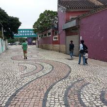 シマシマ模様の広場です