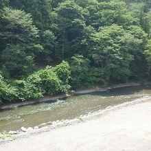 ベランダから神流川を望む。