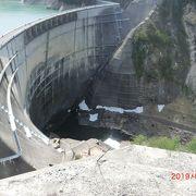 関電トンネル電気バスで黒部ダムから扇沢へ