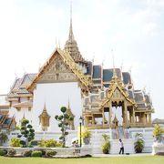 タイの伝統様式の宮殿