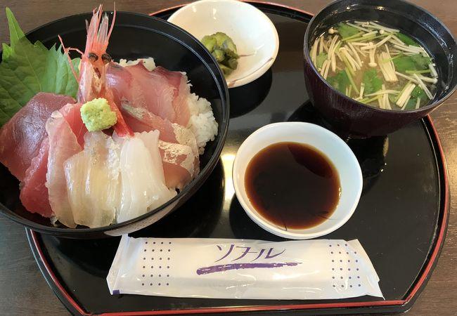 新鮮な海鮮丼が美味しかったです。