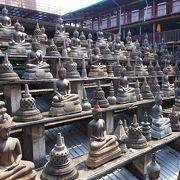 モノが多い!「ガンガラーマ寺院」