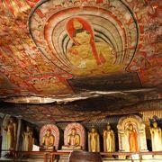 「ダンブッラ石窟寺院」のフレスコ画に陶酔