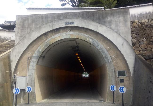 美観地区のトンネル