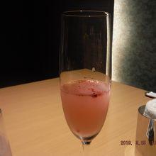 食前酒「桜咲く」 色が変わっていく