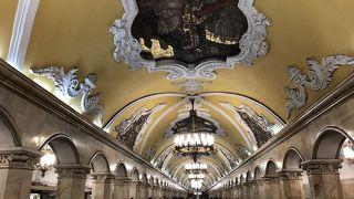 豪華な宮殿のような構内