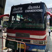 チェンコーン行きバスを利用しました。