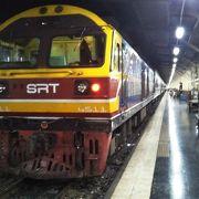 日本のお盆休みの週に寝台特急列車でバンコクからウボンラチャターニーへ。