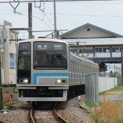 列車の行き違いで停車時間を要する首都圏のローカル線