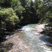 美しく澄んだ川