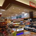 写真:ブルースカイ 旭川空港 出発ロビー店