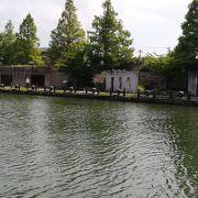 公園から水上の遊覧船に乗れます